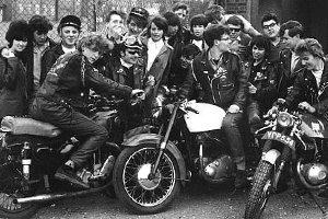 Rockers con motociletas Cafe Racer
